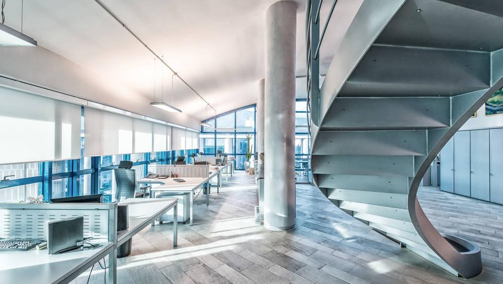 Apuesta por un mobiliario de oficina moderno y ergonómico
